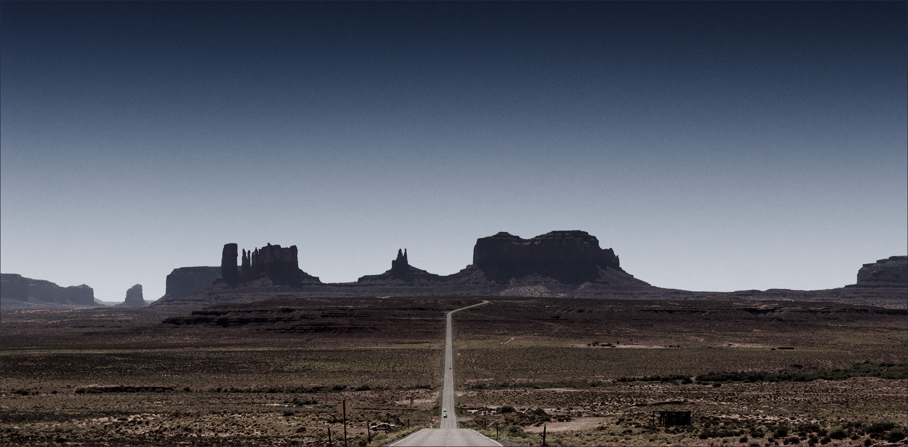Monument-Valley-Approach-Utah ©Paul Hampton Photographer Glasgow