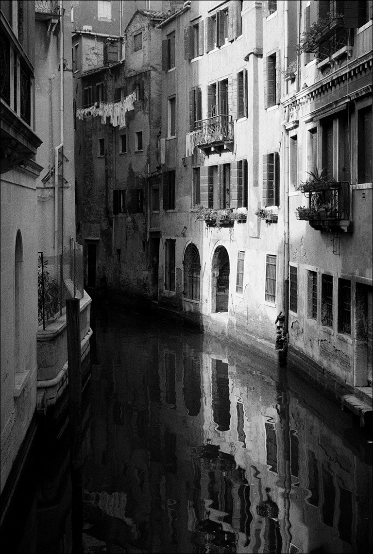Backstreet canal , Venice Paul Hampton ©Paul Hampton Photographer Glasgow