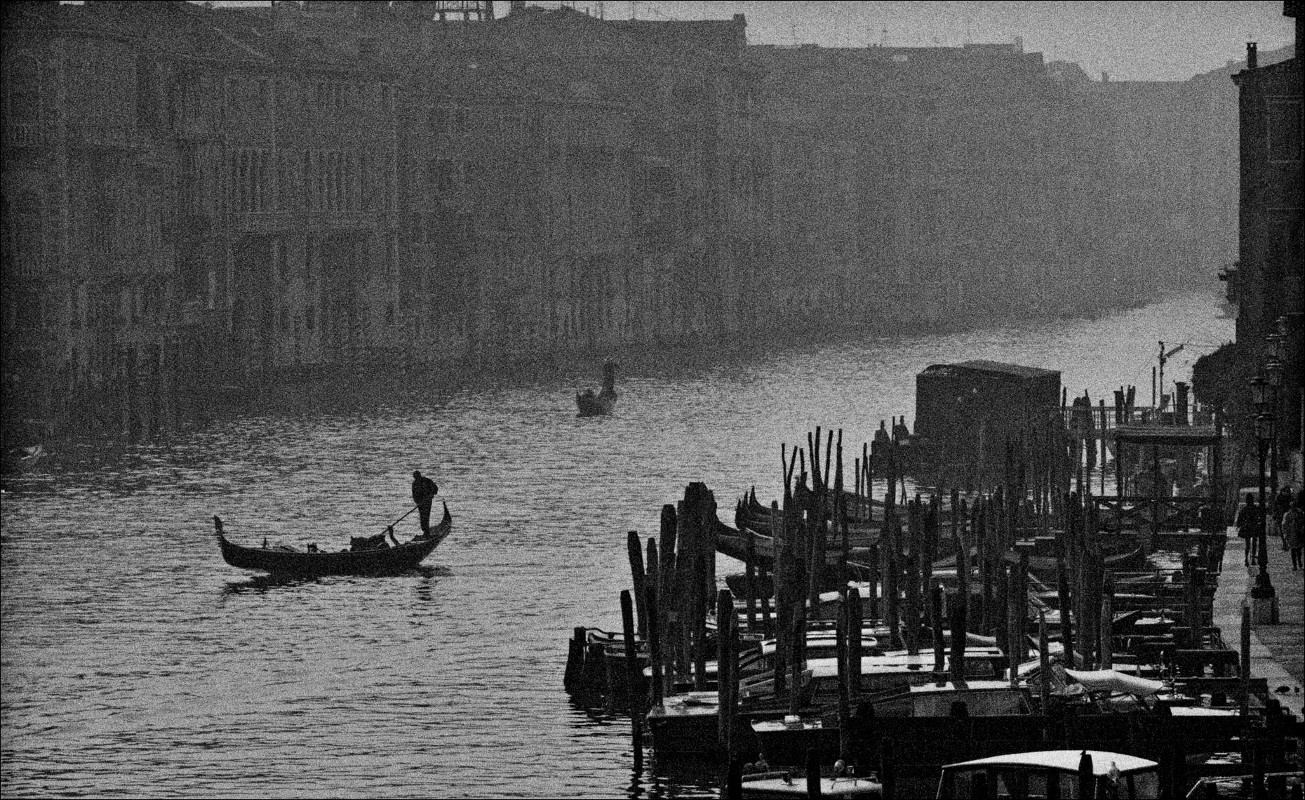 gondola-from-rialto grand-canal venice ©Paul Hampton Photographer Glasgow